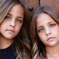 Zostały uznane za najpiękniejsze bliźniaczki świata - mają po 8 lat i robią karierę w świecie mody...
