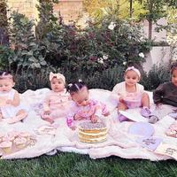 Mała True Thompson przyjmowała gości! Zobaczcie całe nowe pokolenie Kardashianów na kocyku!