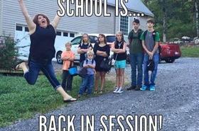 Co czują rodzice, kiedy dzieci wracają do szkoły? ZABAWNE FOTKI RODZICÓW, którzy wreszcie mają chwilę dla siebie :)