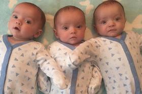 O ich narodzinach było głośno na całym świecie. Zobacz, jak dzisiaj wyglądają znane jednojajowe trojaczki!