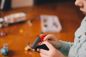 Mały egoista pod dachem? Podpowiemy, jak nauczyć dziecko dzielenia się z innymi!