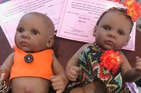 Tata kupił te lalki dla córki przez internet, ale potem bardzo żałował... Mają realistyczne genitalia!