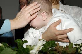 Pamiątka chrzcin – wyjątkowe prezenty dla chłopca i dziewczynki