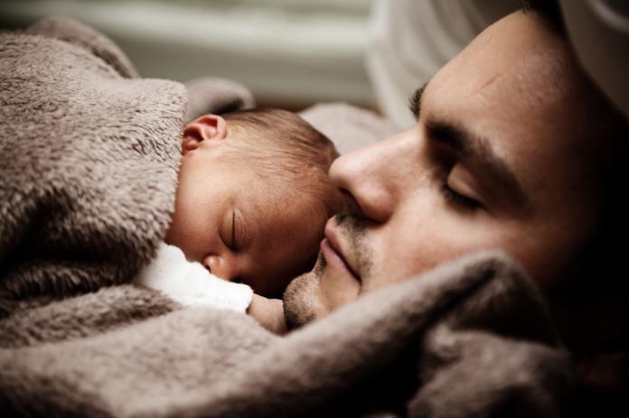 Jak utulić dziecko do snu? Poznaj najpiękniejsze kołysanki dla dzieci
