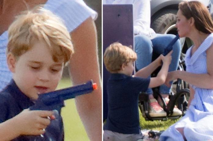 """Książę George bawi się bronią i celuje do Kate. Księżna W OGNIU KRYTYKI. """"Jak tak można? To przyszły król?"""""""