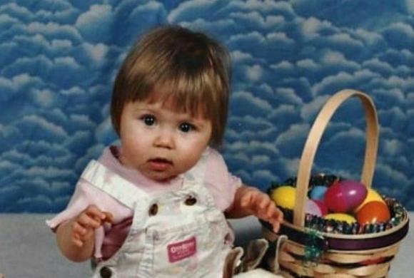 To urocze zdjęcie z dzieciństwa jest odrobinę niegrzeczne. Czy Wy też to widzicie?