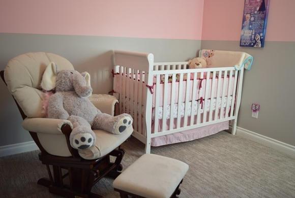 Chcesz, żeby Twoje dziecko dobrze sypiało? Niech śpi w dziecięcym łóżeczku jak najdłużej!