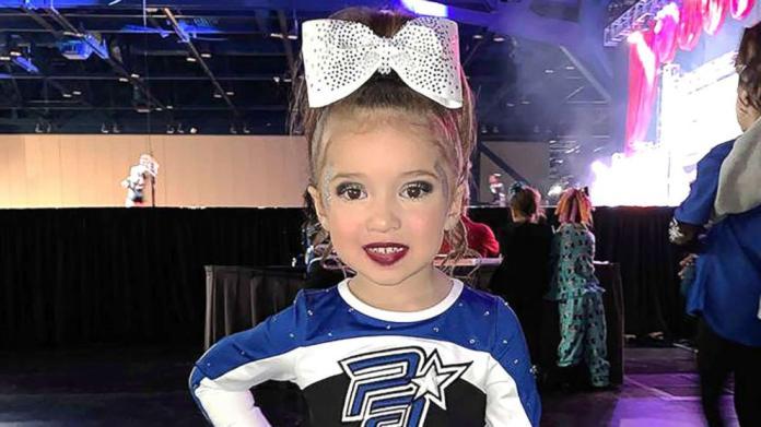 Ma zaledwie 4 lata, a już została profesjonalną cheerleaderką!