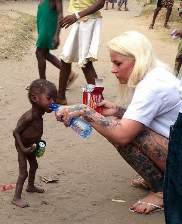 Pamiętacie chłopca uratowanego przez duńską wolontariuszkę? Dziś wygląda TAK!