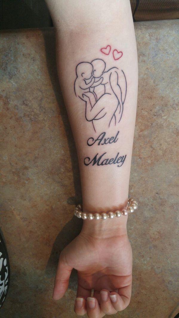 Tatuaż Dla Mamy Urocze Wzory Z Imieniem Dziecka I Symbolem