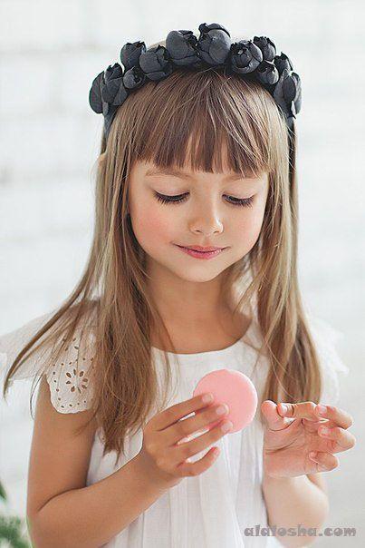 Fryzurki z grzywką - supermodne inspiracje dla dziewczynek