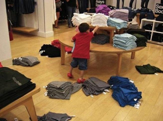 Zakupy z dziećmi to prawdziwa szkoła przetrwania - 17 zdjęć, które wyrażają więcej niż tysiąc słów