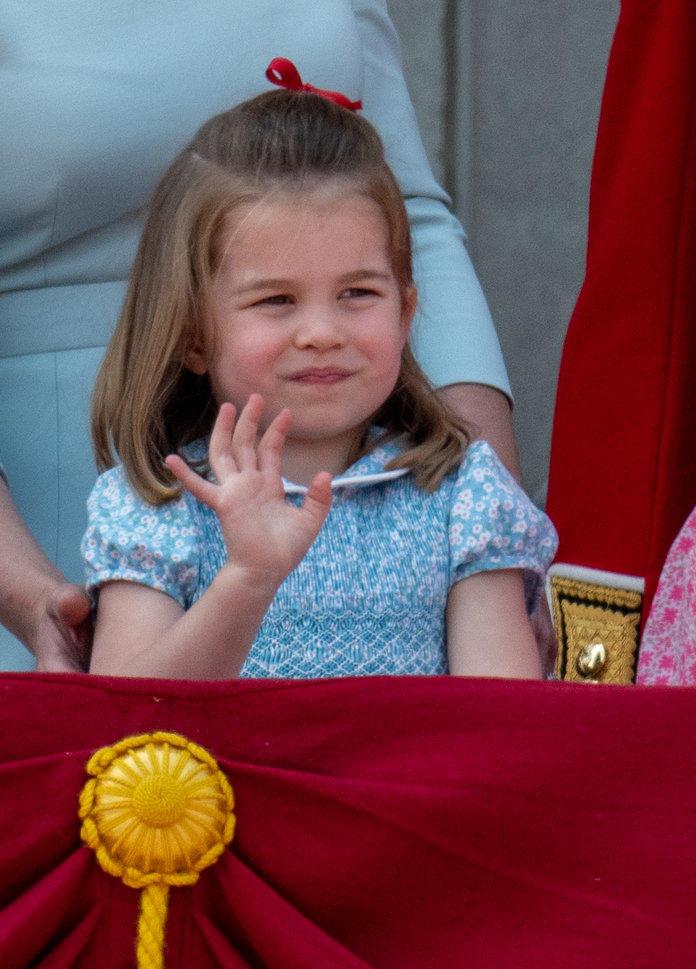 Wypadek księżniczki Charlotte na balkonie Pałacu Buckingham. Gdyby nie Kate...