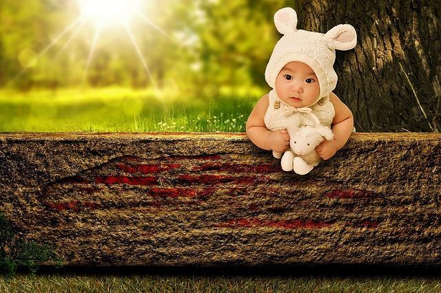 Upały śmiertelnie niebezpiecznie dla najmłodszych! Podpowiadamy, jak skutecznie chronić niemowlęta
