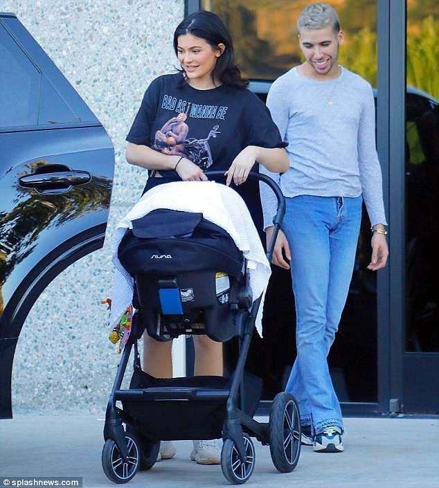 Kylie Jenner pokazała NOWE zdjęcia swojej córeczki! Zobaczcie, jaka jest SŁODKA!!!