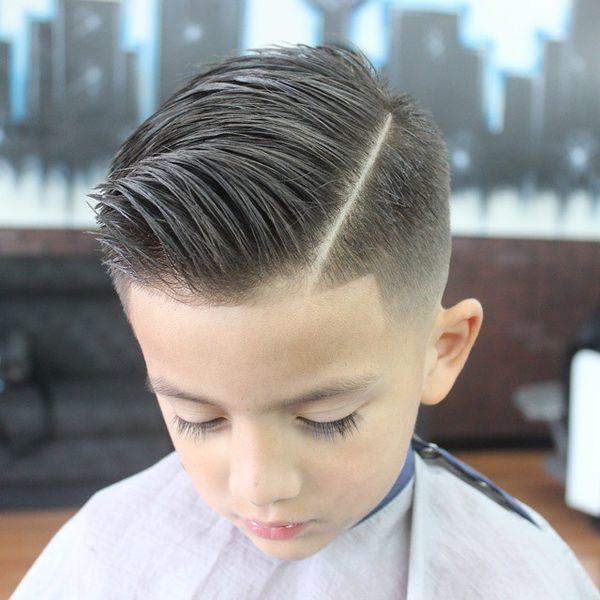 16 pomysłów na modne fryzury dla chłopców do przedszkola i szkoły