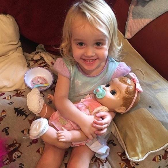 Mama reklamuje lalkę: zamieniła się w demona!