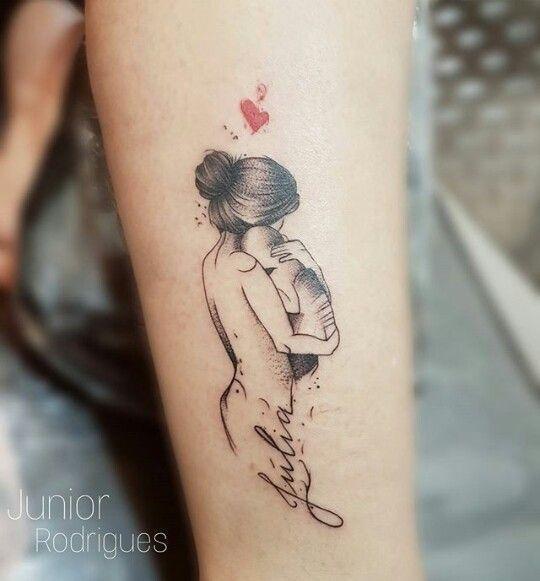 Tatuaż dla mamy – urocze wzory, które robią wrażenie