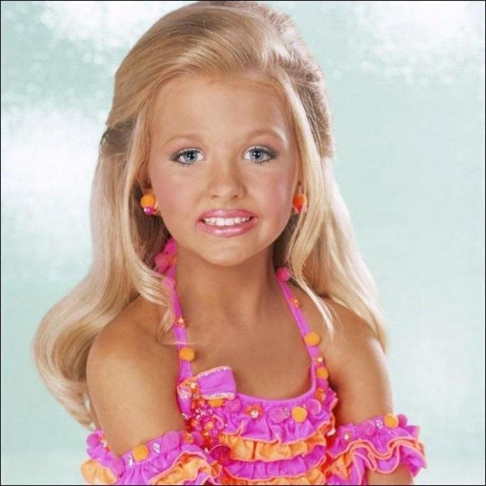 Małe Miss: makijaż, tipsy, depilacje i ścisła dieta. Ciemna strona dziecięcych konkursów piękności...
