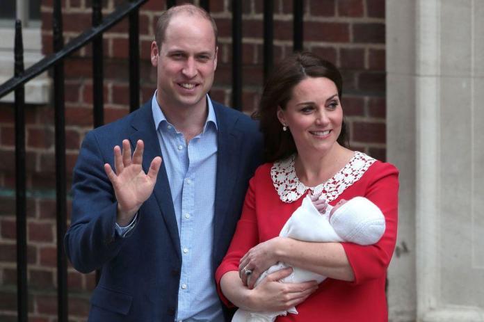 Royal Baby już na świecie! Wiemy, O CZYM ROZMAWIALI William i Kate po wyjściu ze szpitala