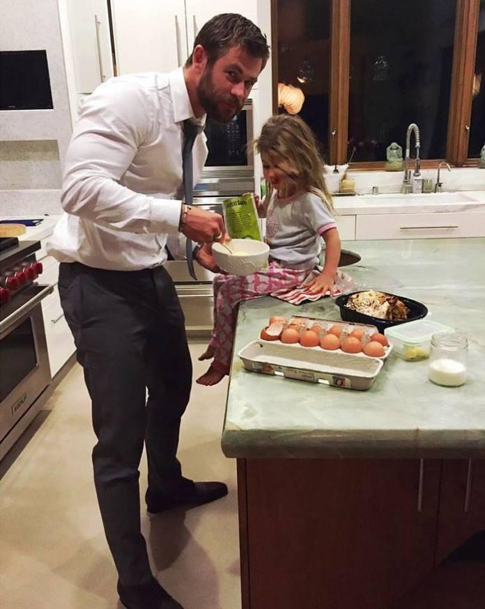 Chris Hemsworth to IDEAŁ OJCA! Te zdjęcia aktora i jego dzieci was rozczulą