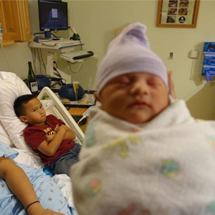 Dzieci, które nie chciały mieć rodzeństwa - ich reakcje na nowych braci i siostry podbiły sieć!