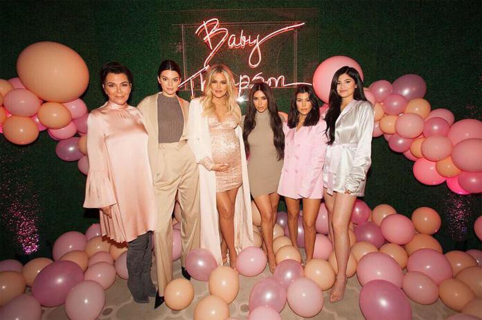 Khloe Kardashian pokazała PIERWSZE SELFIE z córeczką! Jak wygląda mała True?