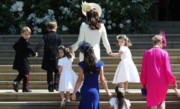 Mała Charlotte i uroczy George w drodze na ślub wujka Harry'ego [DUŻO ZDJĘĆ]