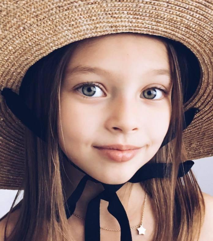 """Została okrzyknięta """"najpiękniejszą dziewczynką na świecie"""". 8-latka zaczęła karierę w modelingu 5 lat temu!"""
