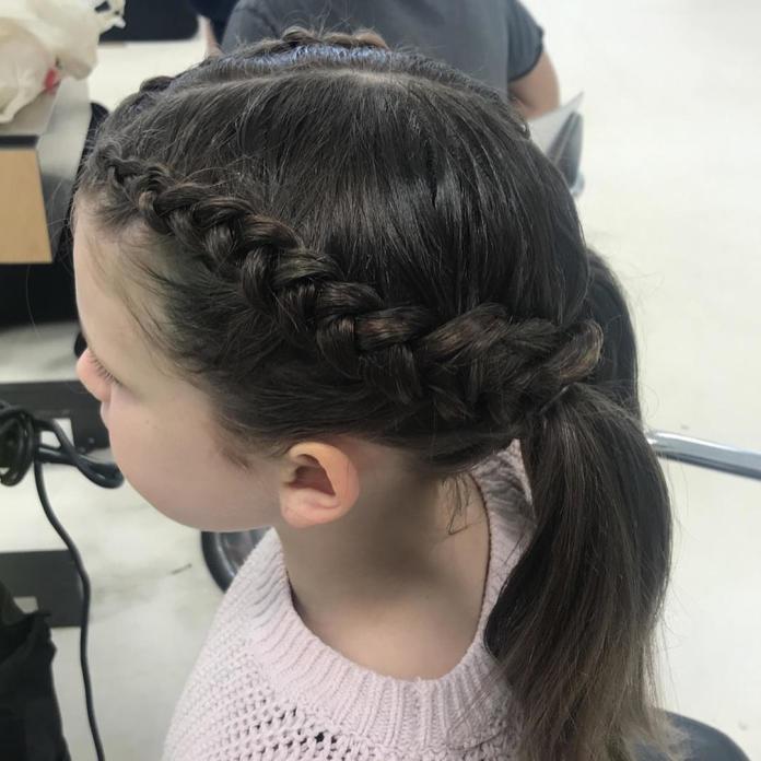 Najpiękniejsze dziewczęce fryzurki do szkoły i przedszkola - śliczne!