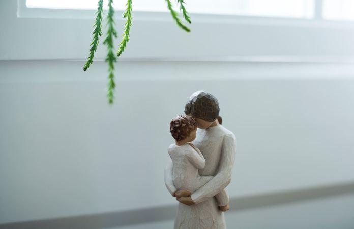 """Mama UDUSIŁA dwuletnią córeczkę. Wcześniej wysłała """"na pamiątkę"""" zdjęcie dziecka partnerowi, który ją opuścił"""