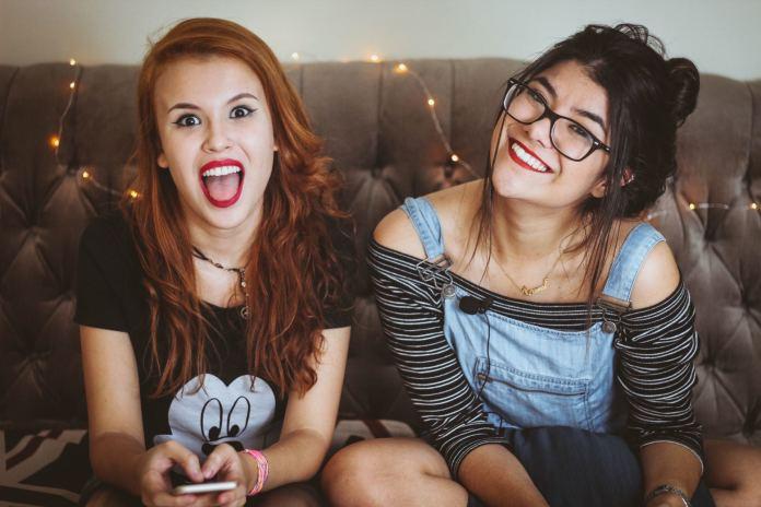 Jak wytrzymać z nastolatkiem? Te cztery wskazówki ułatwią ci życie!