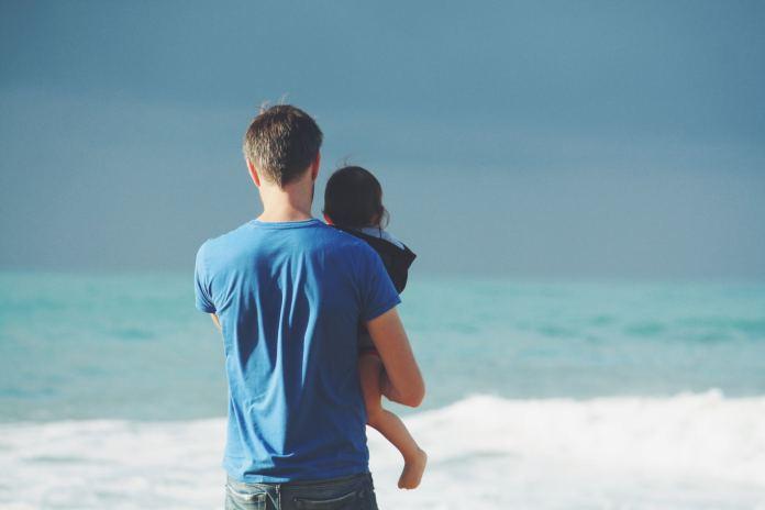 Chcesz włączyć ojca w wychowywanie maluszka? Nie popełnij tego błędu!