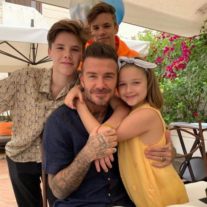 """David Beckham świętuje z dziećmi Dzień Ojca. Fani: """"Z ojcem przynajmniej wyglądają na szczęśliwe, uśmiechnięte i naturalne; z Victorią - nie"""""""