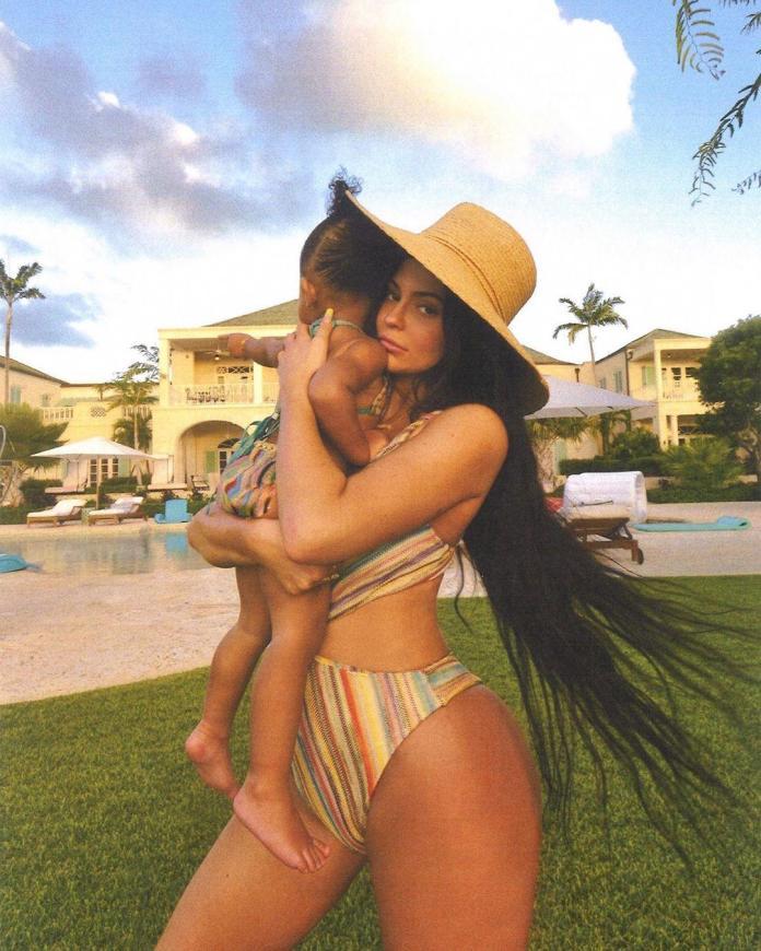 Ta mała celebrytka tak bardzo zauroczyła Hailey Bieber, że ta aż zapragnęła mieć dzieci!